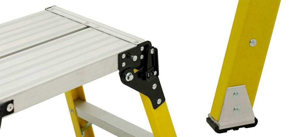Louisville Ladder L-3042-03 comes with an easy-use Locking Hinge and slip-resistant rubber feet